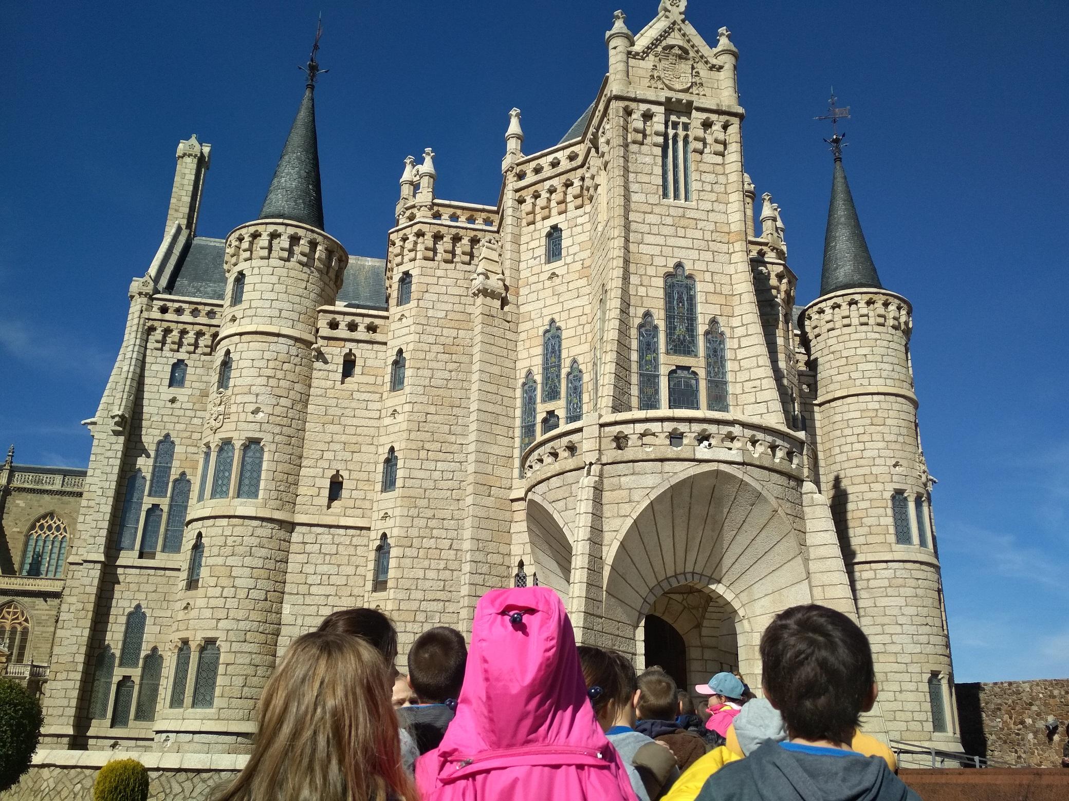 Resultado de imagen de palacio de gaudí colegios